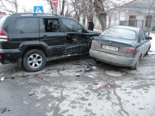 Студентка на Toyota Prado разбила две машины в Николаеве