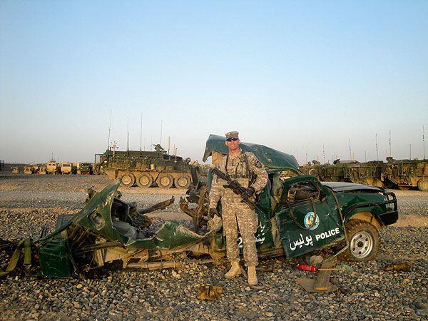 Військові США гордо позують на тлі мертвих афганців. Із слабкими нервами не дивитися