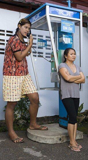 Самая высокая в мире девушка из Таиланда. Фото