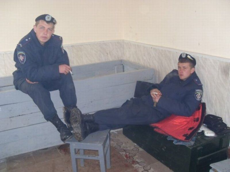 Альйо, милицианерская?! Украинская милиция изнутри. Фото