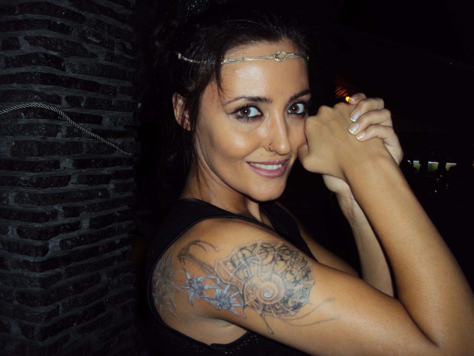 Солистка «Пара нормальных» сделала татуировку