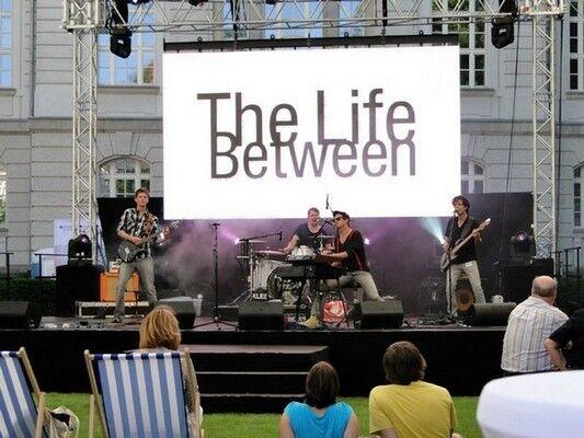 The Life Between: пісні проти порожнечі