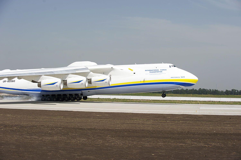 Колесніков: Україна отримала одну з найкращих злітно-посадкових смуг у Європі