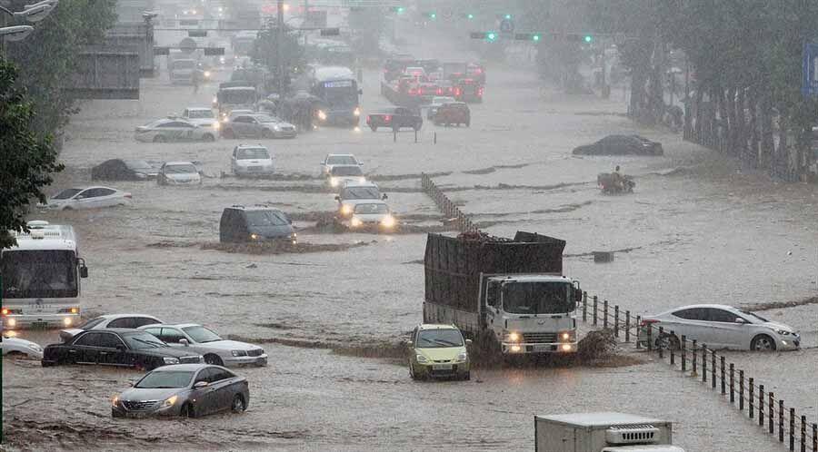 """В Южной Корее льют """"дожди века"""" и гибнут люди"""