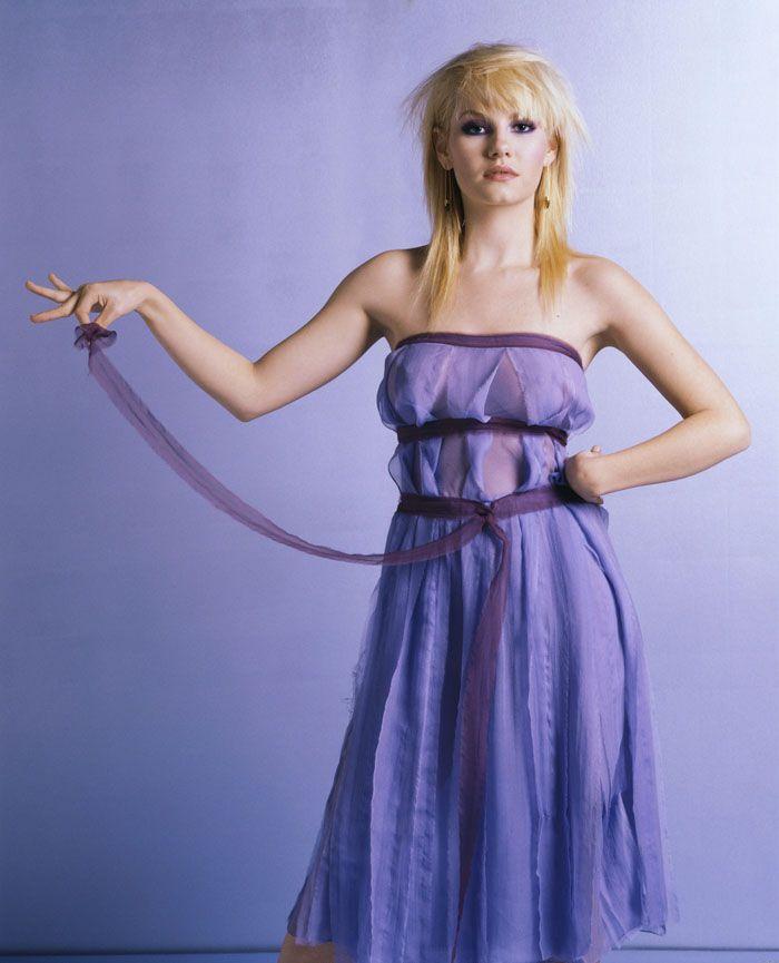 Онлайн самые девушки в просвечивающих платьях без нижнего белья онлайн видео каприс фото разврат