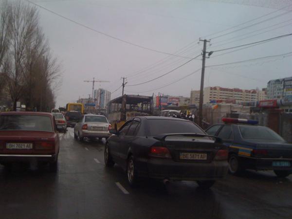 В Одессе загорелась маршрутка с пассажирами. Фото