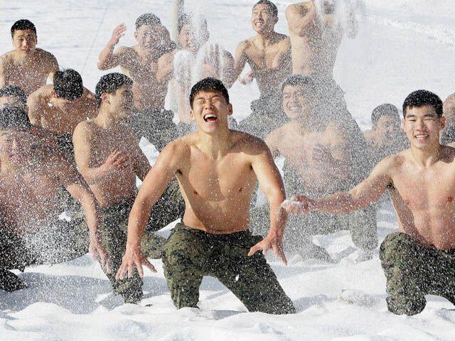Зимняя закалка корейского спецназа