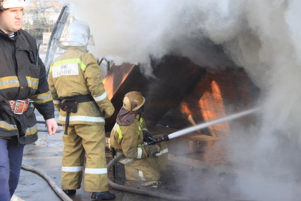 На пляже в Одессе загорелся ресторан: дым виден в центре города