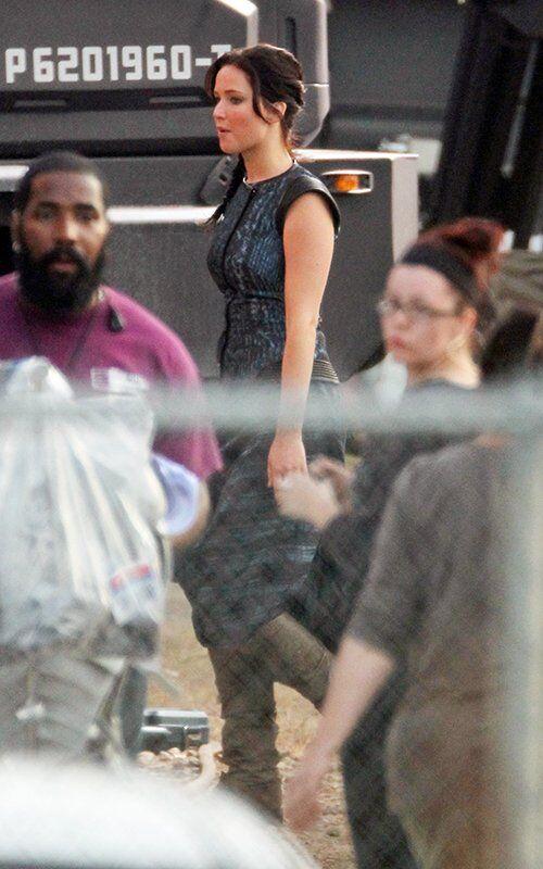 """Дженнифер Лоуренс на съемках сиквела """"Голодных игр"""""""