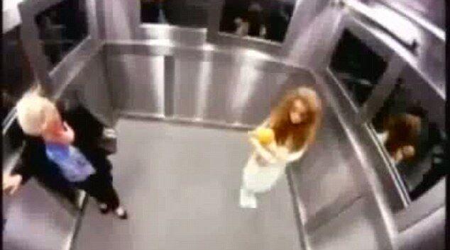 Дівчинка-привид довела до істерики пасажирів ліфта. Фото. Відео