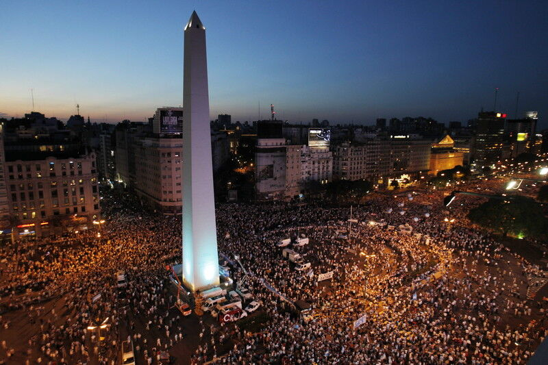 В Аргентине массово протестуют против третьего срока президента