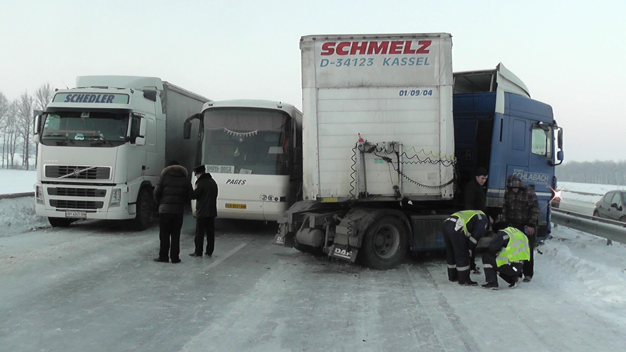 """На трасі """"Київ-Одеса"""" утворилася пробка з 800 авто"""