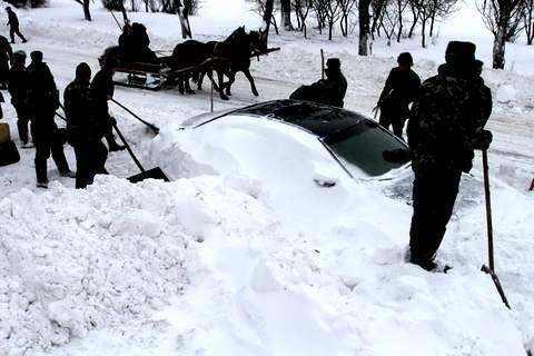 Снігові замети ускладнили проїзд до більш ніж 460 населеним пунктам