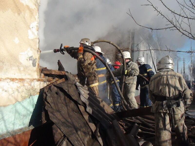 У Маріуполі через салютів вибухнув будинок: є жертва