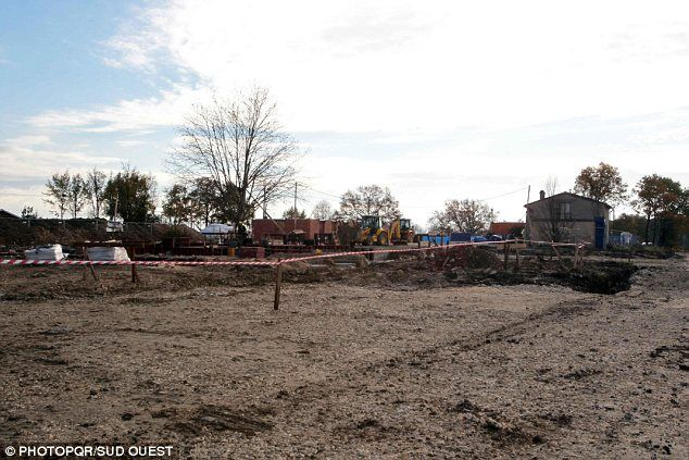 Строители случайно снесли старинный французский замок