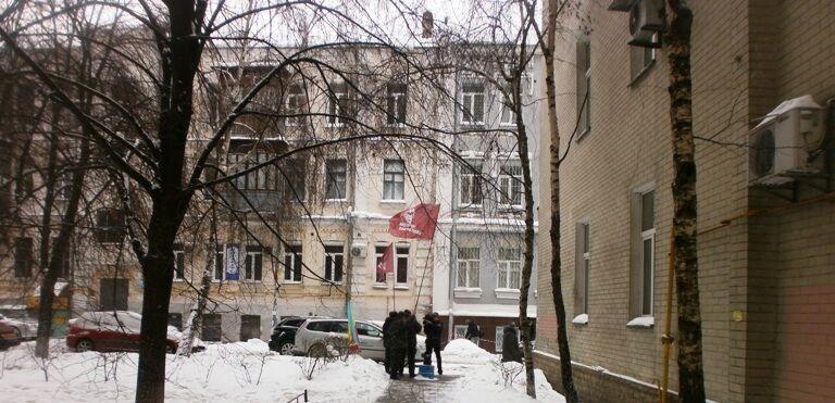 На захист Луценка прийшло ... троє мітингувальників. Фото