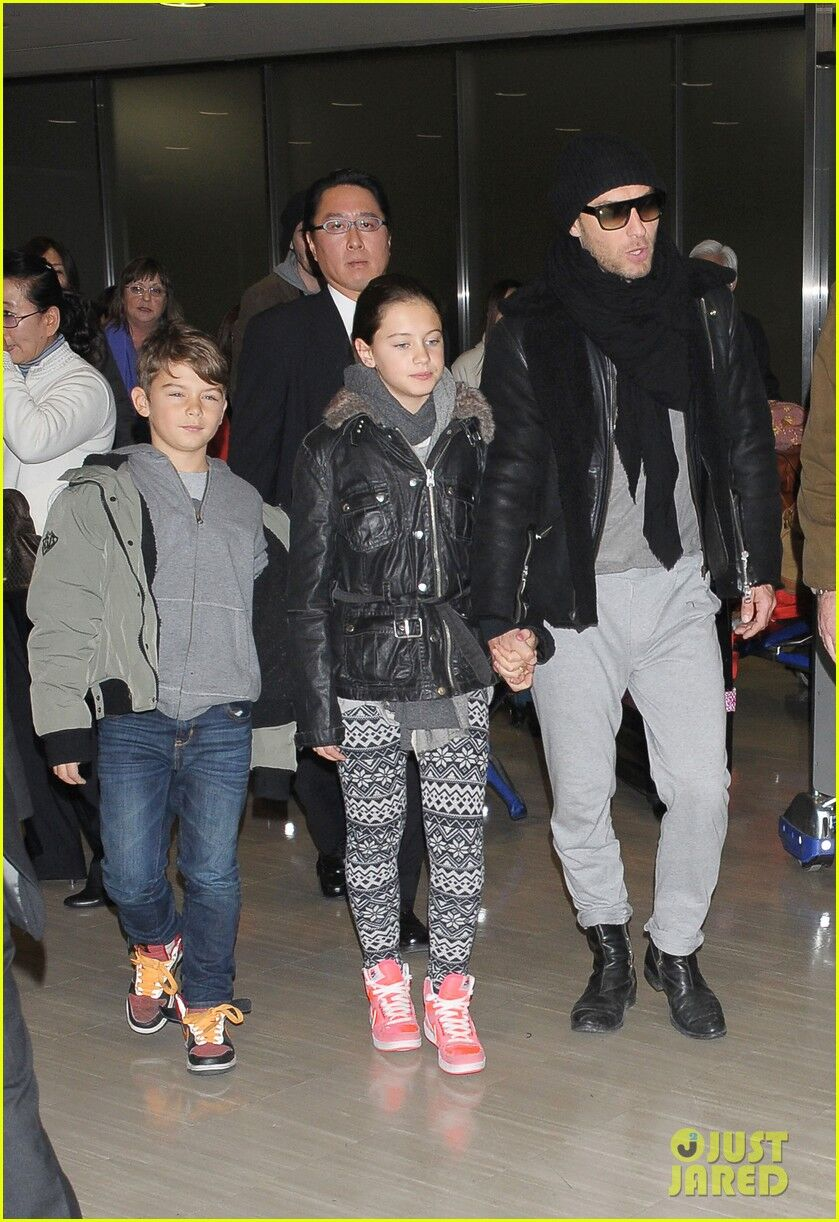 Джуд Лоу привез семью в Японию. Фото- Джуд Лоу | Обозреватель джуд лоу семья