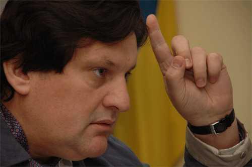 В Харькове в экс-прокурора области кинули гранату