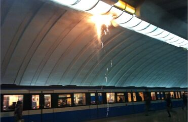 """Станция метро """"Осокорки"""" сгорела дотла. Фото, видео"""