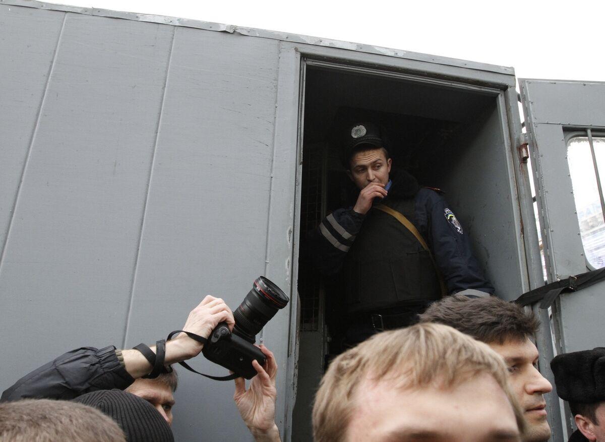 На Майдане «Беркут» задерживает оппозиционеров