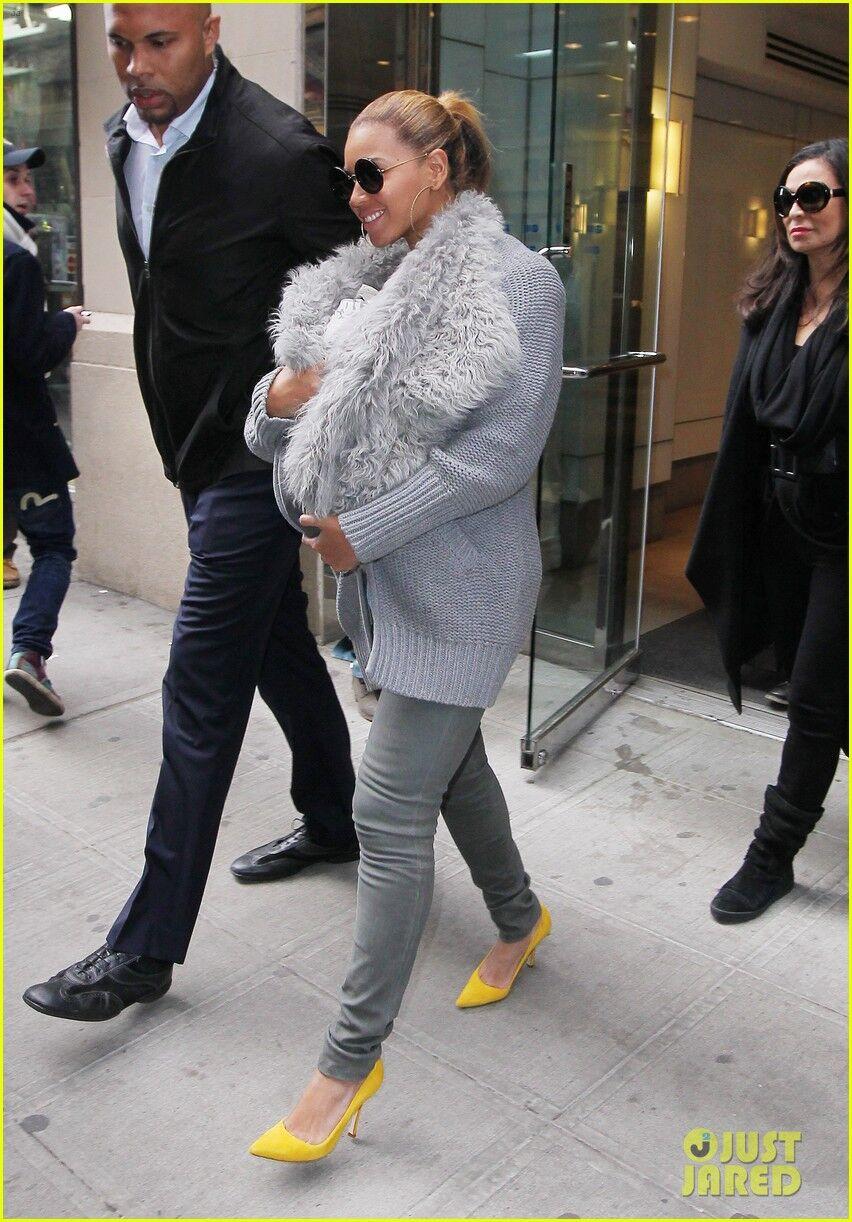 Бейонсе идет с дочкой на работу. Фото