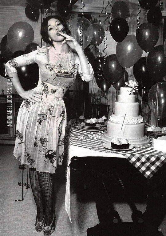 Моника Беллуччи и пирожные с кремом: с пылу с жару