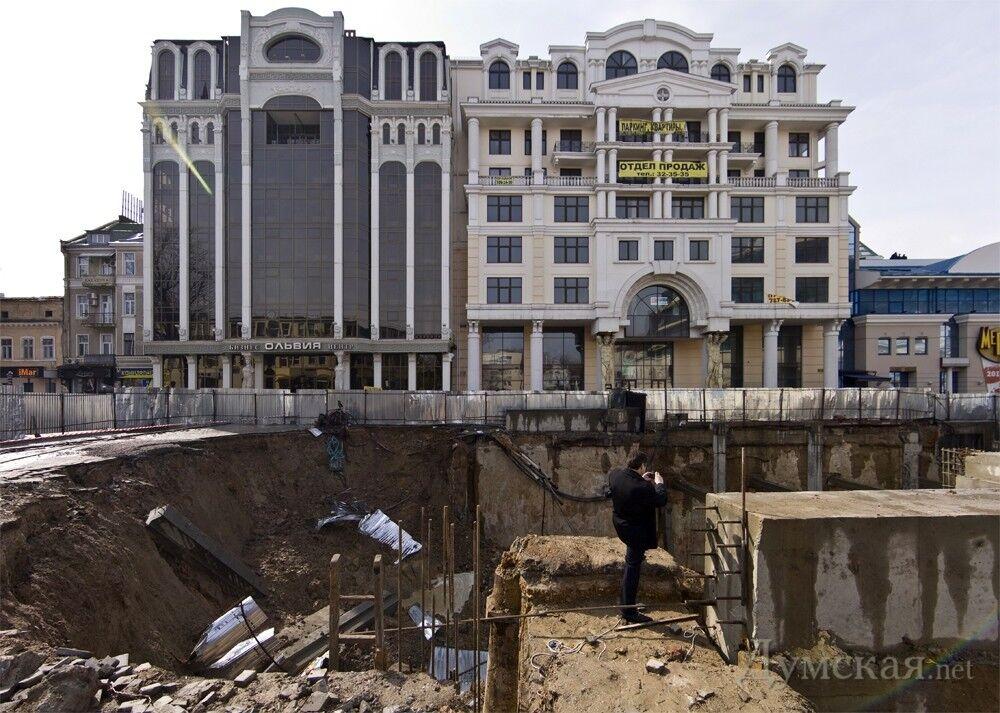 В Одессе рухнул недостроенный паркинг. Фото