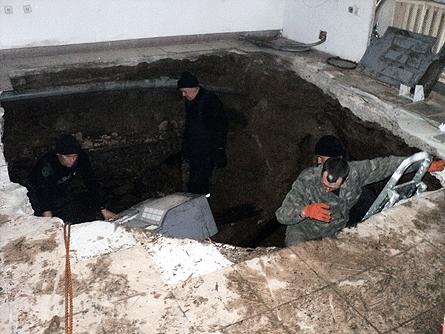 На Львовщине магазин провалился под землю. Фото