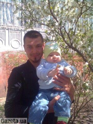 Жену и дочь убийцы Оксаны Макар хотят линчевать. Фото