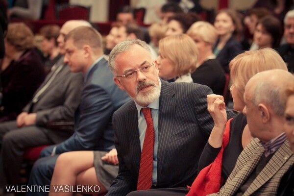Богатырева и Табачник слушали Верди в черном