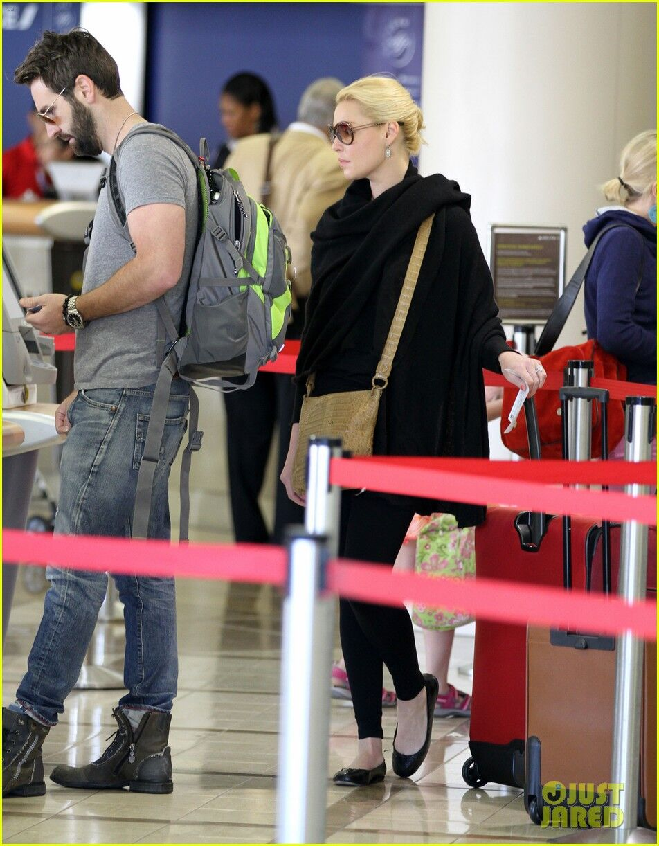 Хейгл и Келли улетают из Лос-Анджелеса. Фото