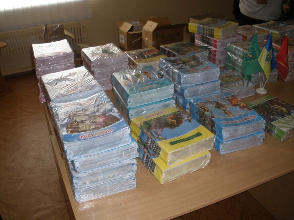 Контрабандисты с наркотиков переключились на детские раскраски.Фото