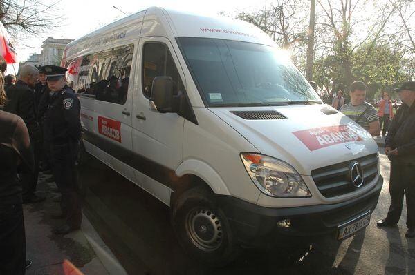 В Харькове микроавтобус Авакова устроил ДТП. Фото