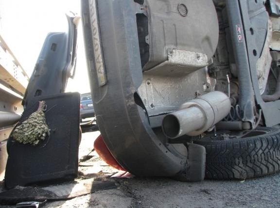 ДТП на Дарницком мосту: от удара авто ехало перевернутым