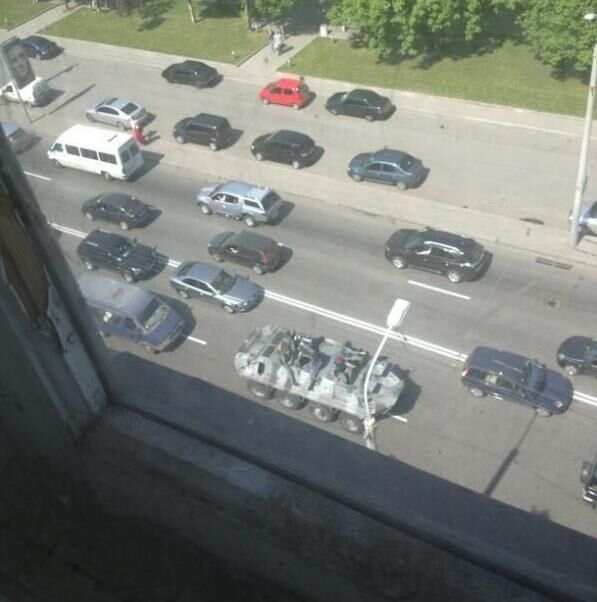 На улицах Днепропетровска появились БТР. Фото