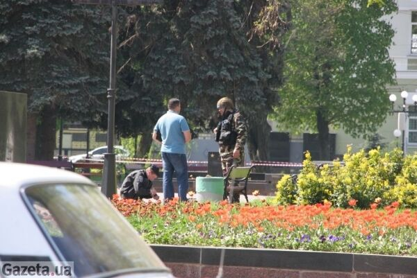 В центре Чернигова взорвали урну с порохом. Фото