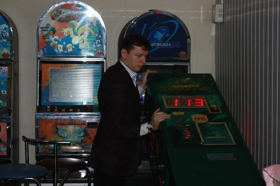 Ляшко разгромил зал игровых автоматов. Фото, видео