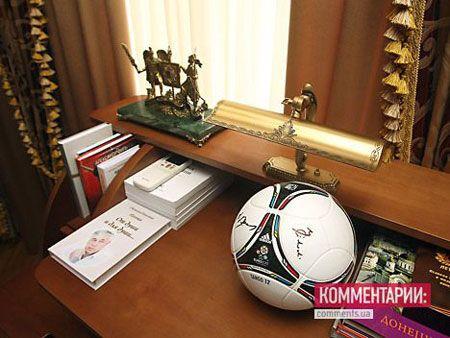 Таємниці кабінету Захарченко. Фото