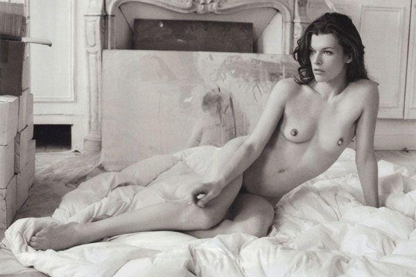 Мила Йовович обнажилась в новой фотосессии