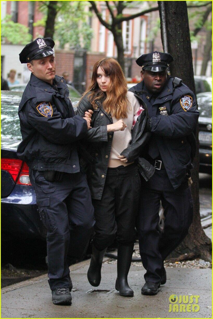 «Девушку с татуировкой дракона» арестовали просто на улице