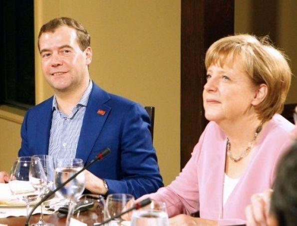 Вместо работы Медведев устроил себе фотосет