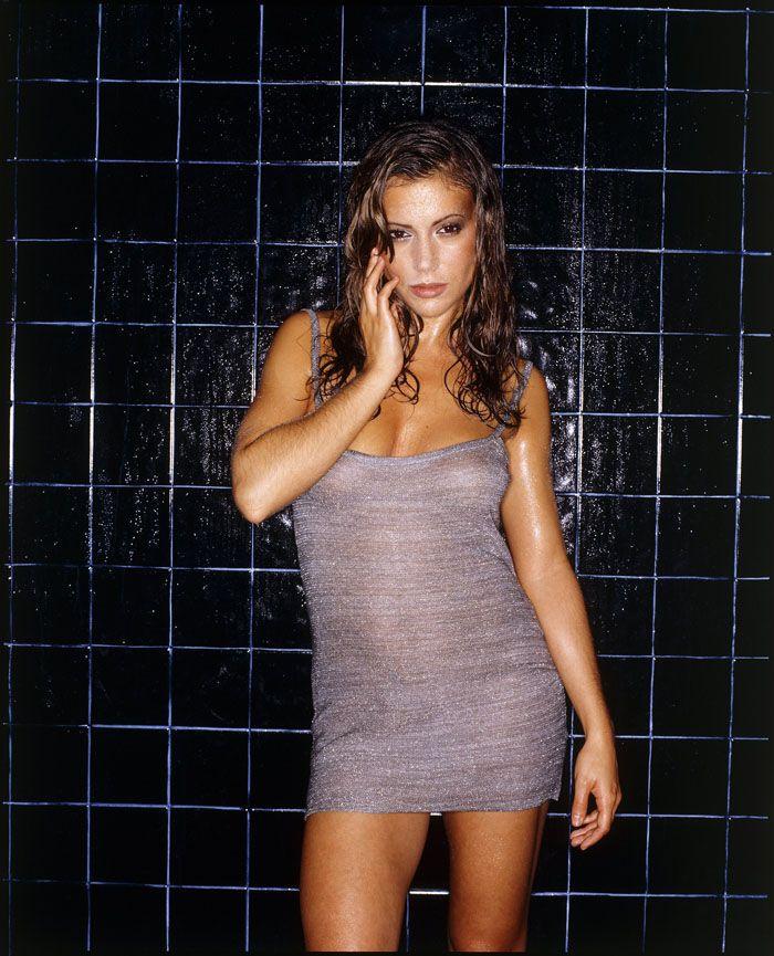 Алисса Милано и ее не очень сексуальный живот в Maxim