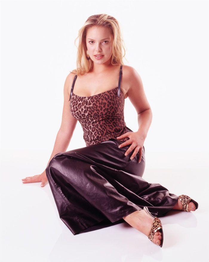 Кэтрин Хейгл в образе упитанной секс-бомбы