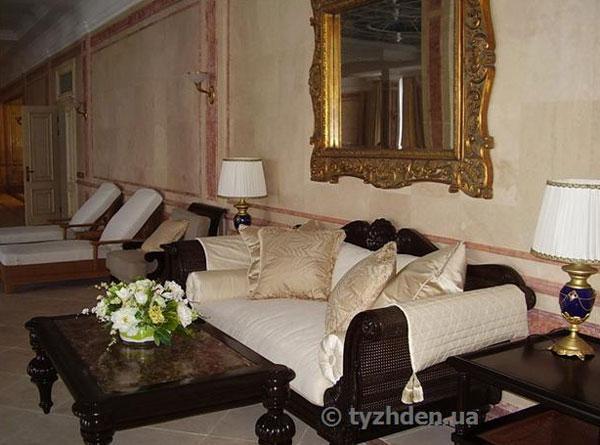 ЗМІ опублікували фото кримського палацу Медведчука