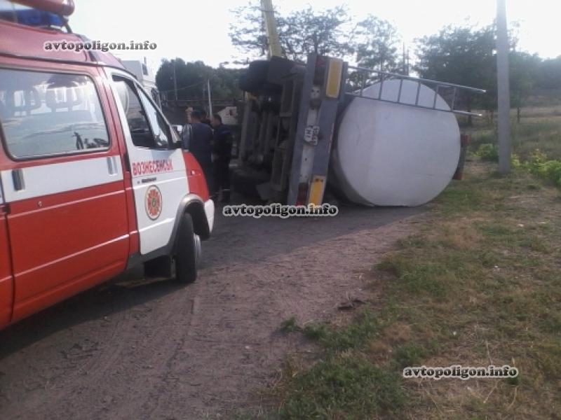 В Вознесенске перевернулся грузовик MAN с вином. Фото