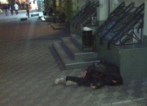 Скандал в Одессе: посетителя кафе выбросили на улицу, когда ему стало плохо