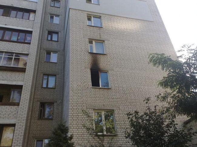 В столичной 16-этажке загорелась квартира