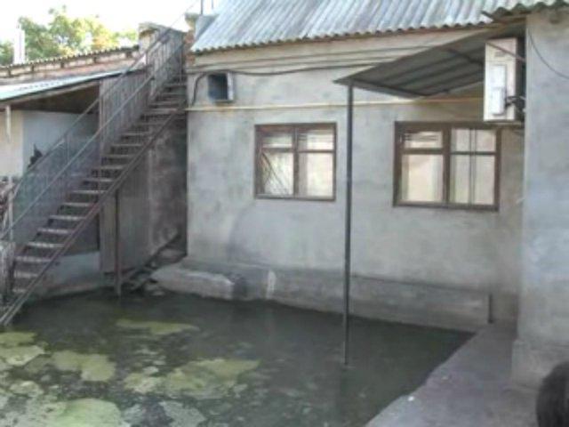 В Одессе десятки домов залило фекалиями