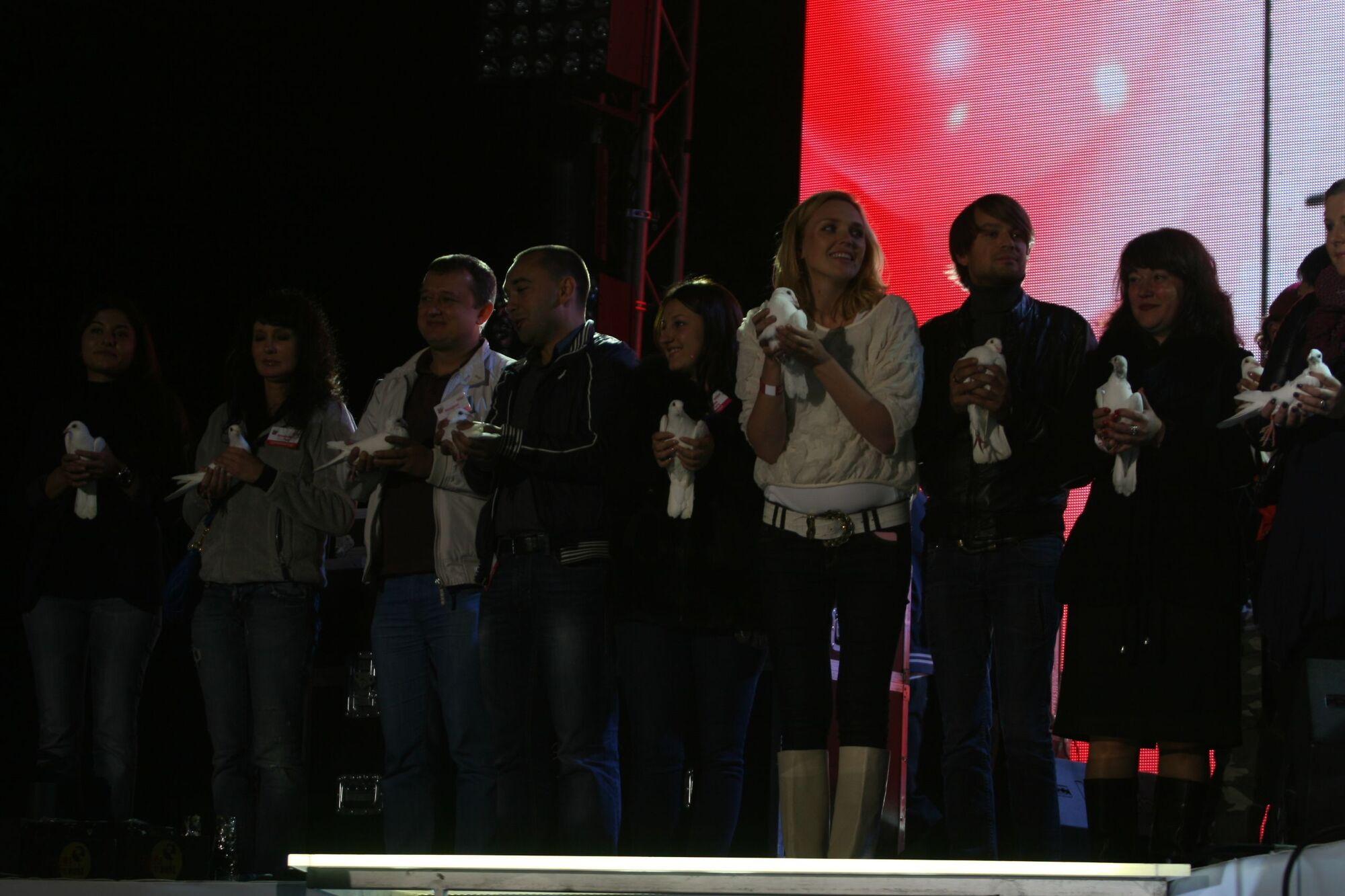Політики і зірки відірвалися під Софі Елліс-Бекстер. Фото