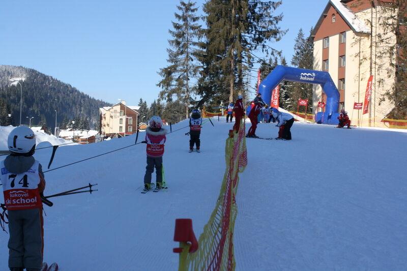 Клочкова поставила свого дворічного сина на лижі. Відео